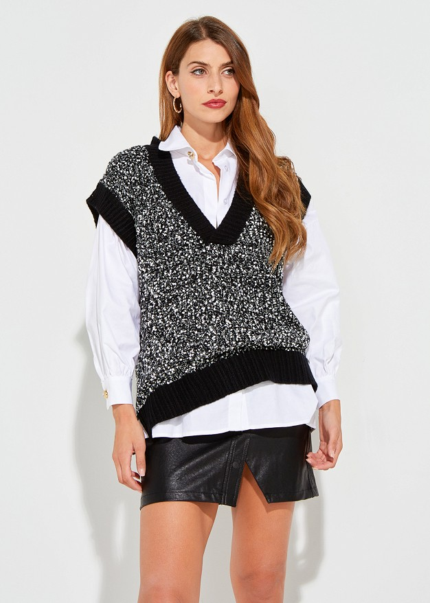 Sweater vest with contrast