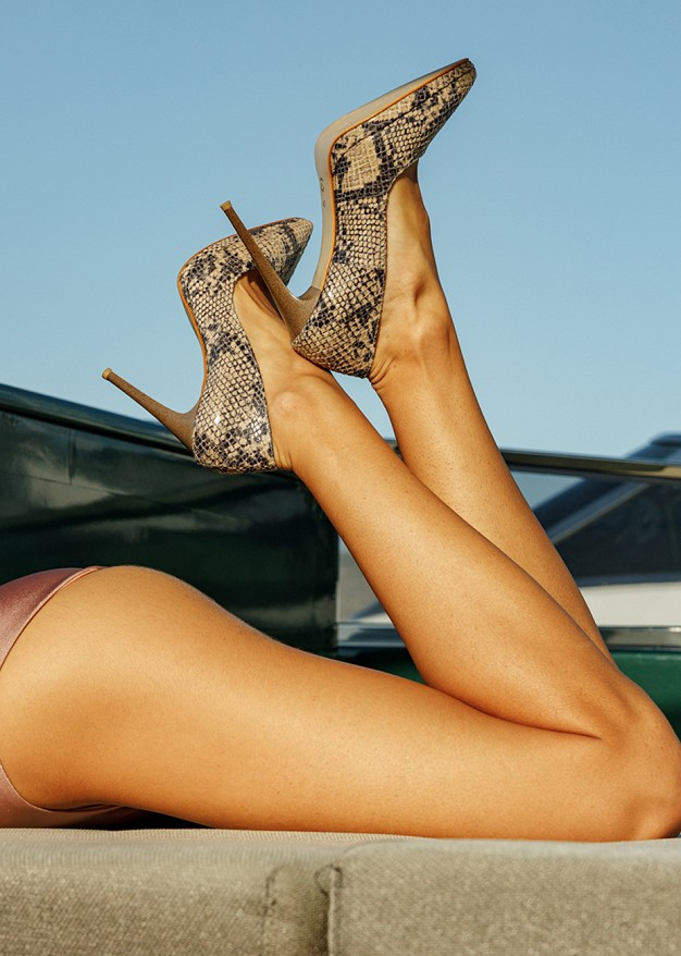 Високи обувки със змийски принт