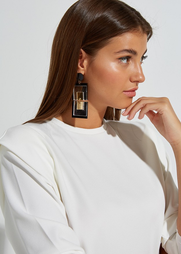 Earrings with square shapes