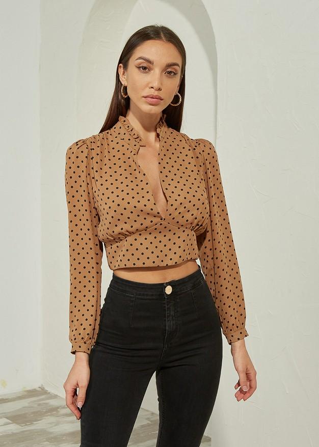 Блуза на точки с V-образно деколте