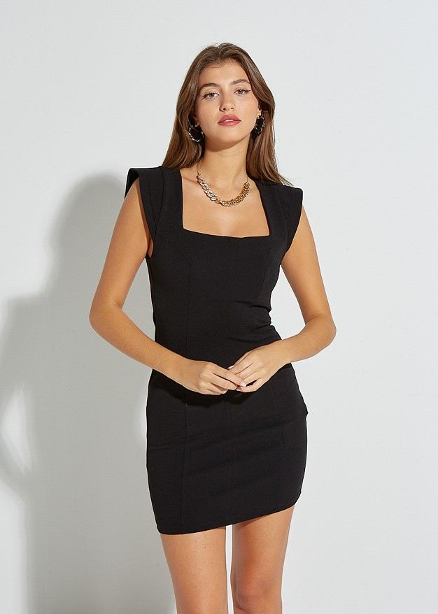 Къса прилепнала рокля