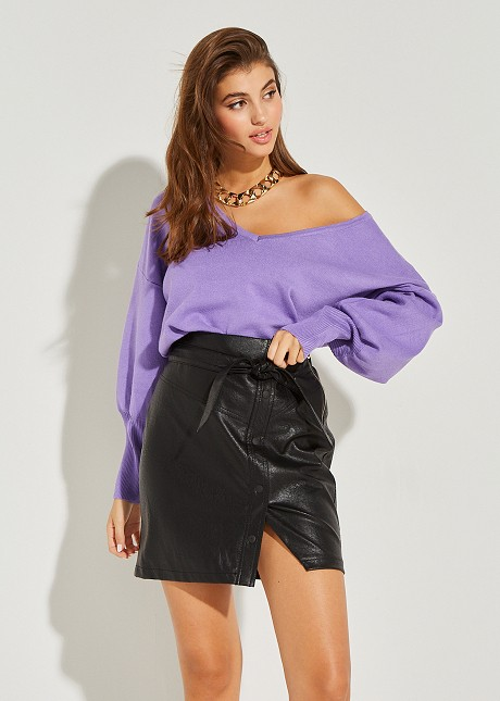 Knitted blouse with V neckline