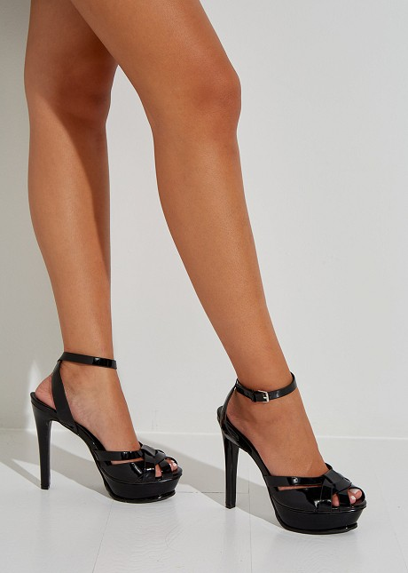 High heeled salndals