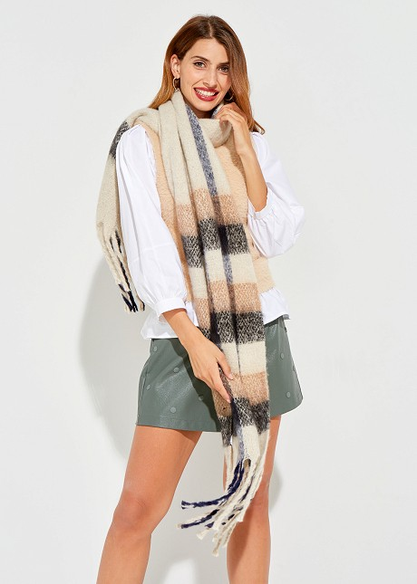 Check scarf with fringes