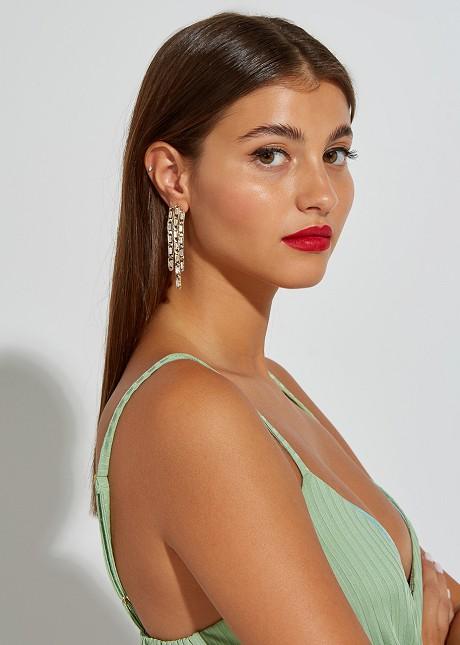 Hanging earrings chain look
