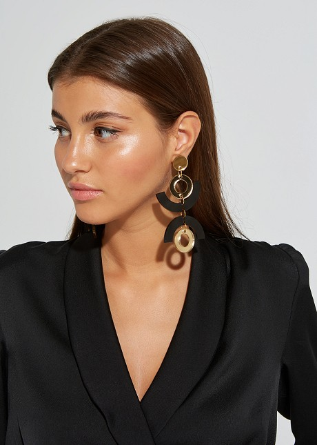 Hanging earrings with geometric shapes