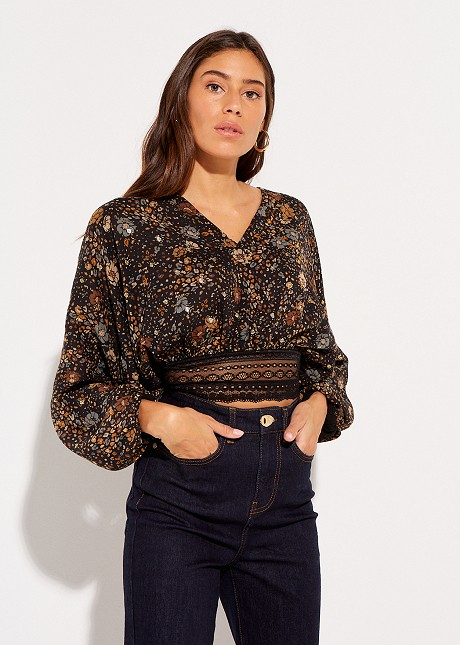 Chintzy blouse with lace
