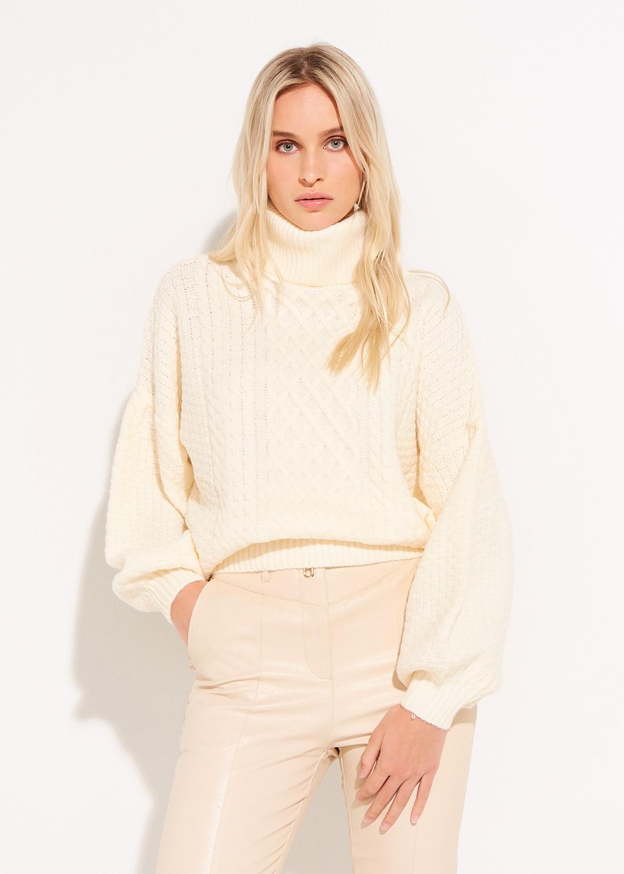 Пуловер с балон ръкави