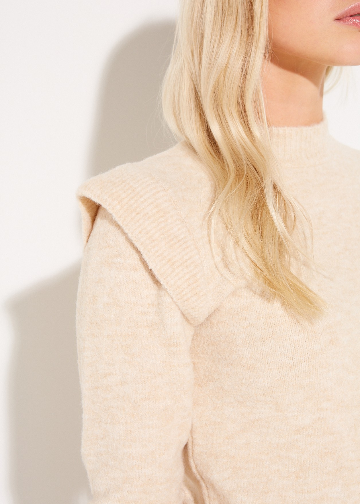 Pullover with ruffles