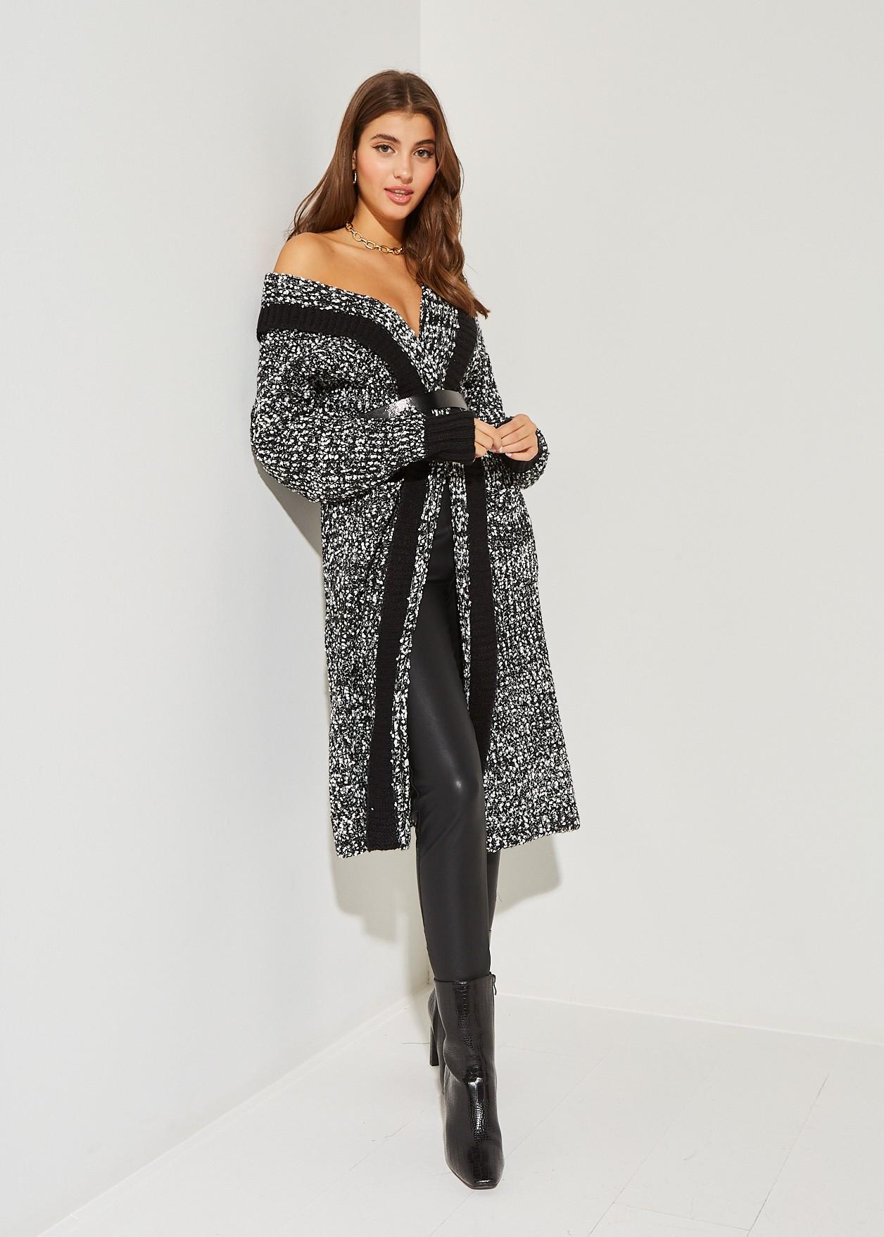 Дълга плетена жилетка