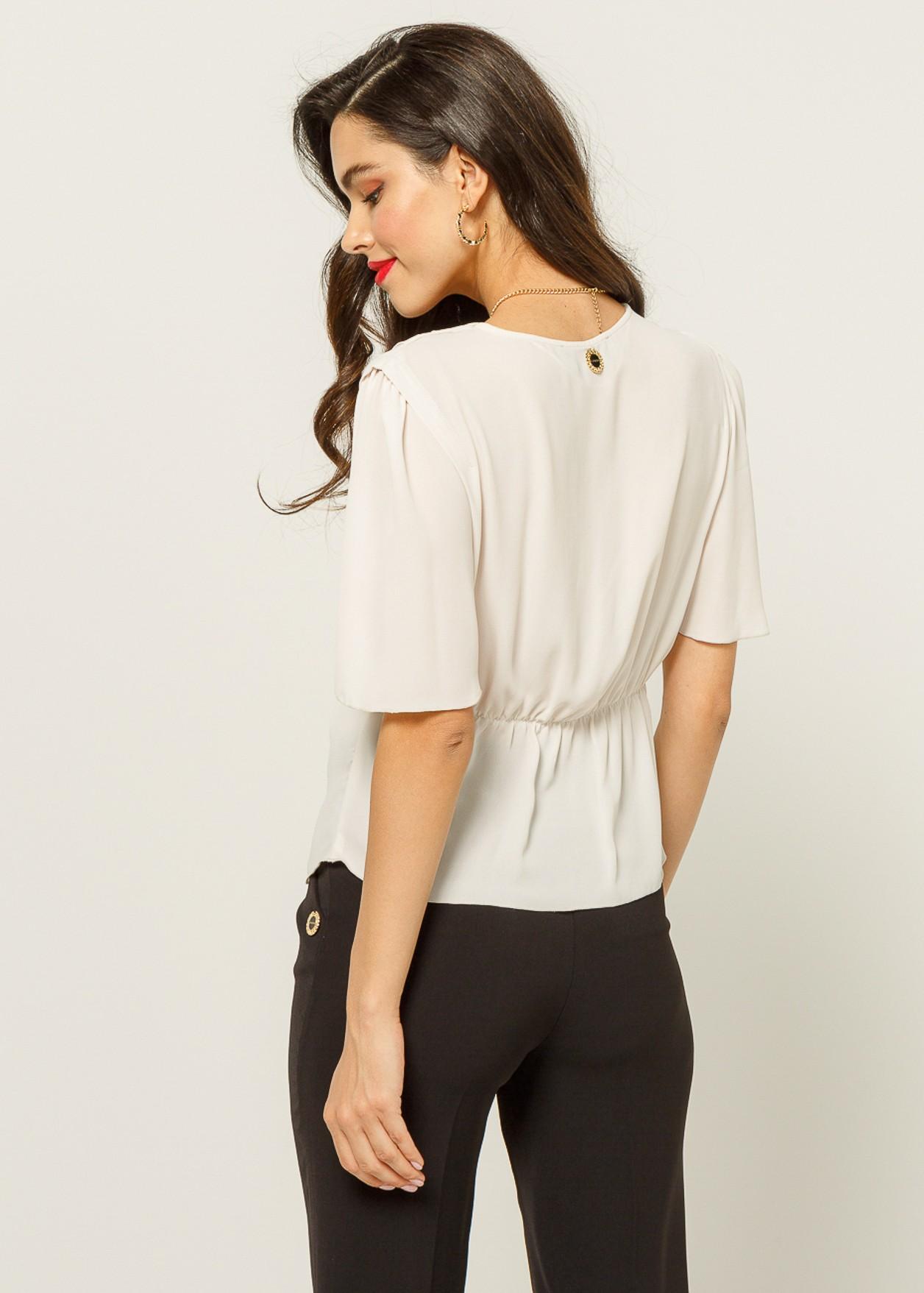 Блуза с детайл възел