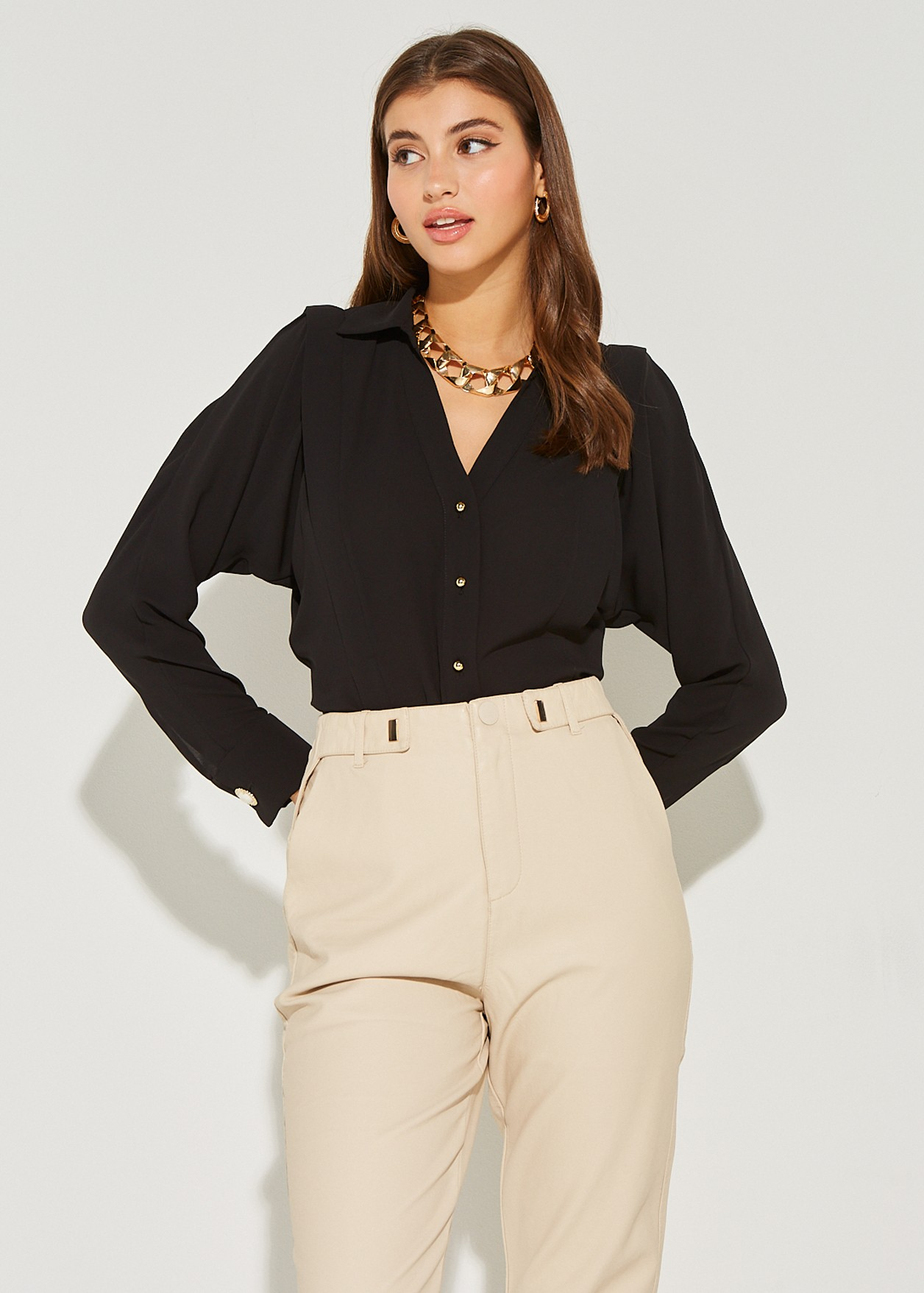 Shirt with shoulder pads